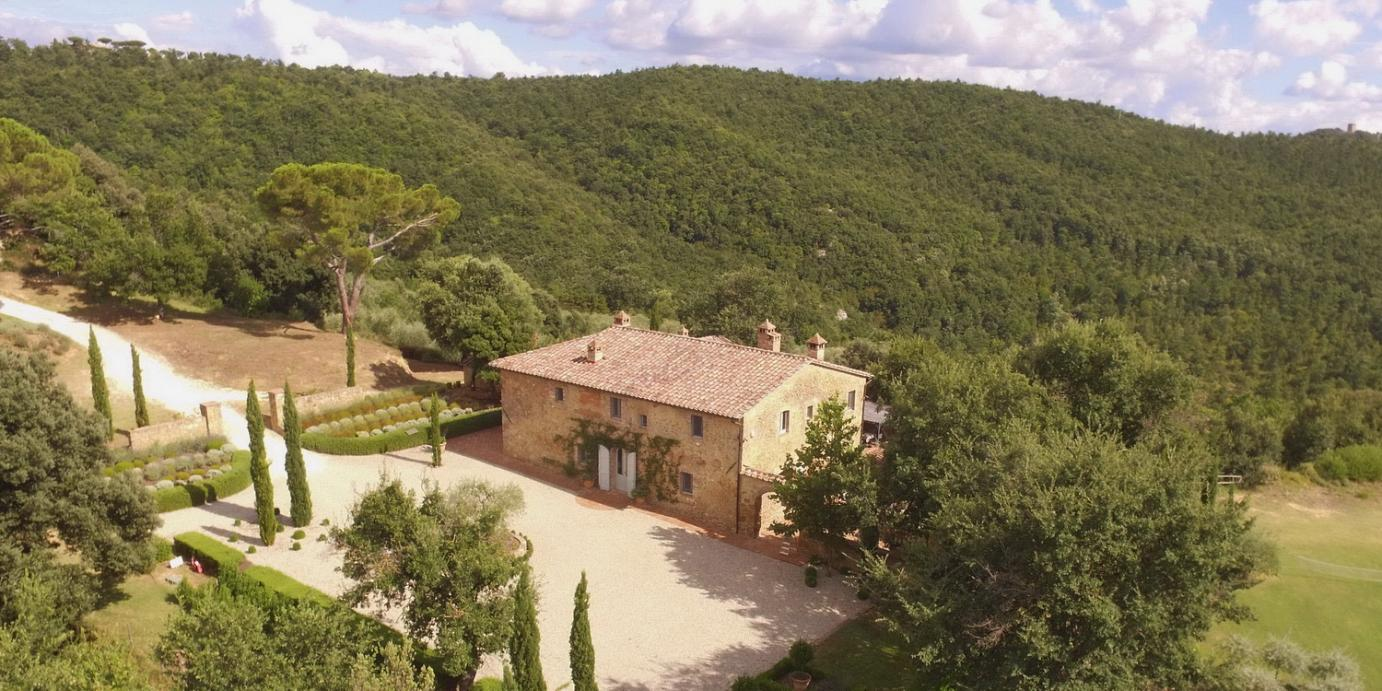 Luxury Tuscany villa with heated pool
